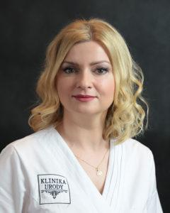 młoda-pracownica-gabinetu-kosmetycznego