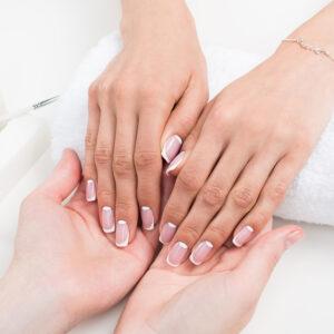 paznokcie-po-zabiegu-oczyszczania-i-manicure