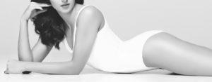 perfekcyjne-ciało-leżącej-kobiety