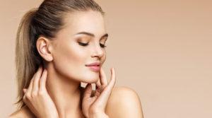 Uroda-zabiegi-kosmetyczne-kobieta-u-kosmetyczki
